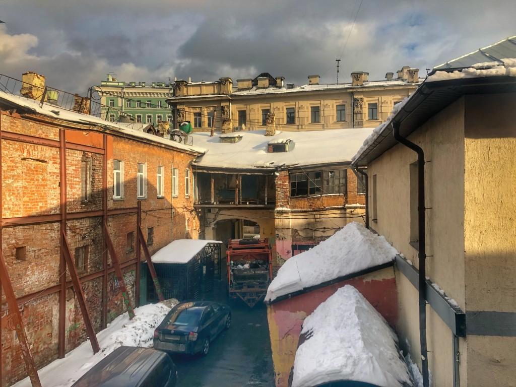 Tbilisi-styled courtyard at Pokrovka street, Moscow - by Sergey Nikitin